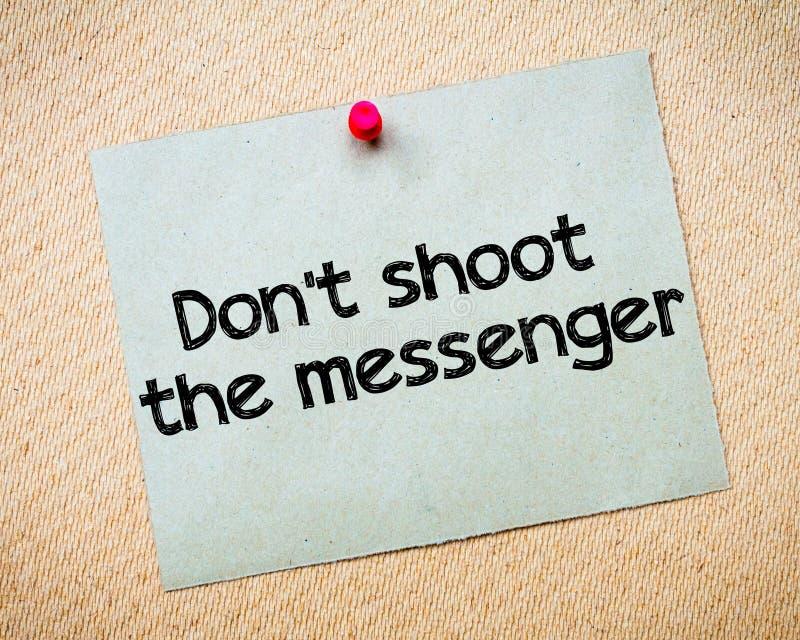 Μην πυροβολήστε τον αγγελιοφόρο στοκ εικόνα