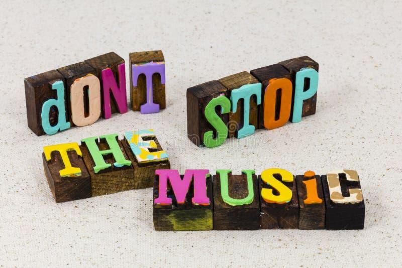 Μην σταματήσετε τη μουσική όμορφη μελωδία μουσικό τραγούδι τραγουδιστής στοκ εικόνες
