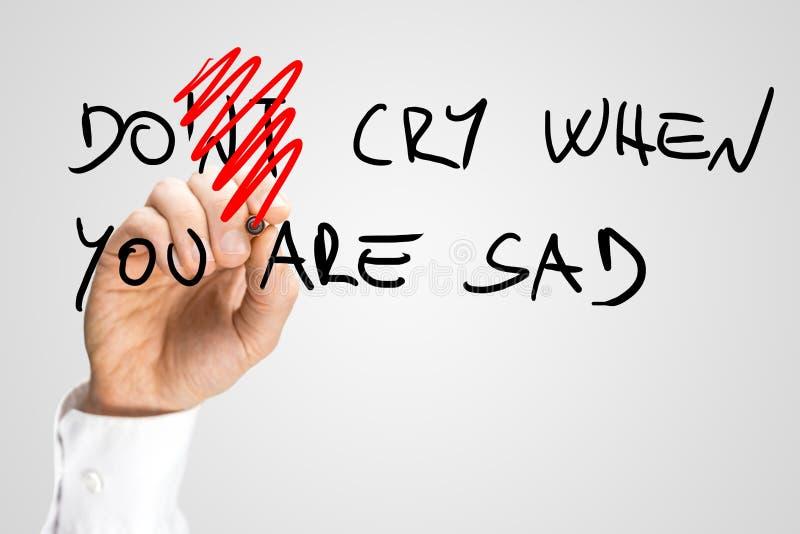 Μην φωνάξτε όταν είστε το λυπημένο χέρι γραπτό τα κείμενα στοκ εικόνες με δικαίωμα ελεύθερης χρήσης