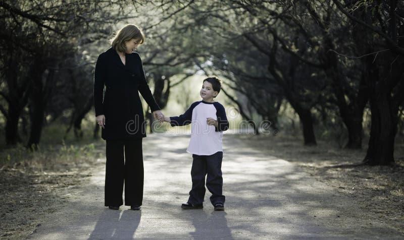 μητέρα αγοριών στοκ φωτογραφία με δικαίωμα ελεύθερης χρήσης