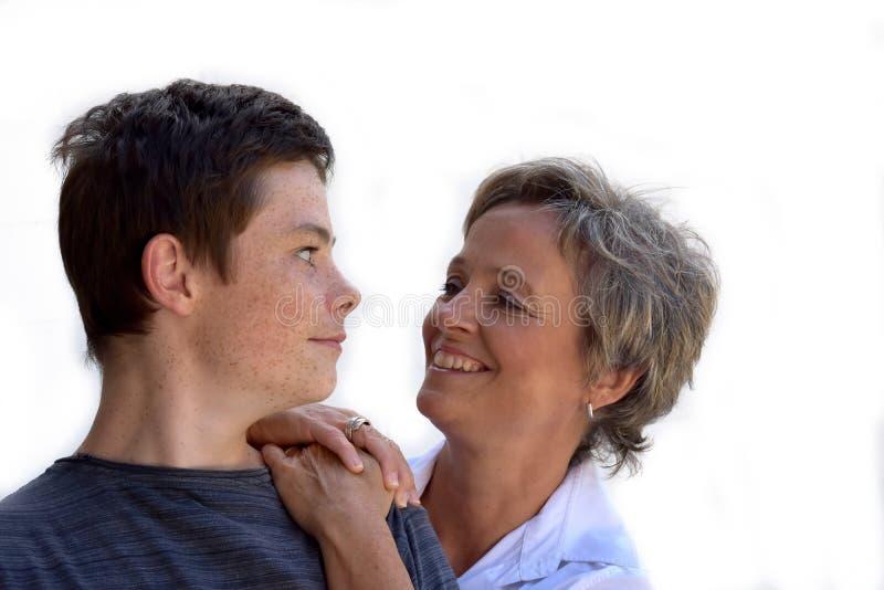 Μητέρα και έφηβος γιος στοκ φωτογραφία με δικαίωμα ελεύθερης χρήσης