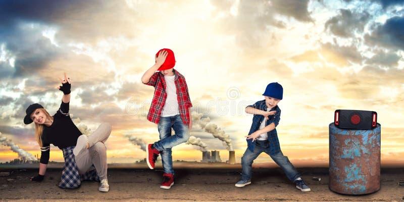 Μητέρα και δύο χιπ-χοπ χορού γιων lifestyle urban Παραγωγή χιπ-χοπ στοκ εικόνα