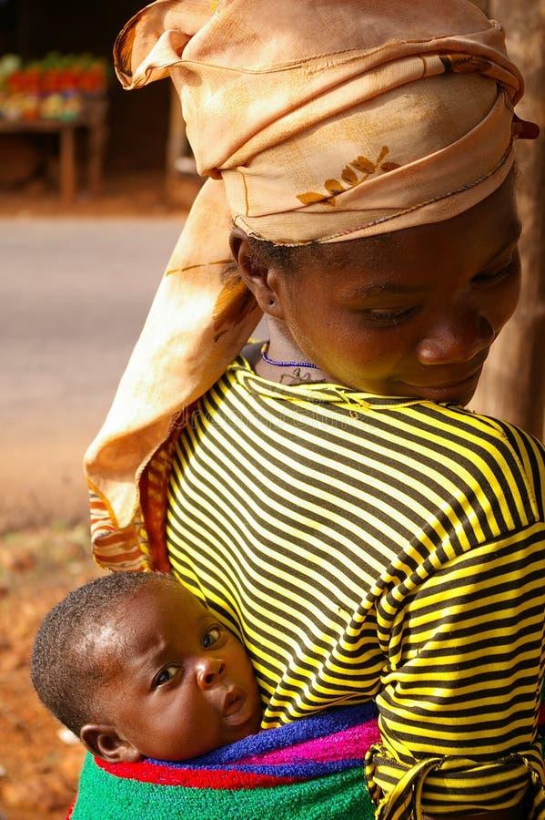 μητέρα μωρών της Αφρικής στοκ φωτογραφίες με δικαίωμα ελεύθερης χρήσης