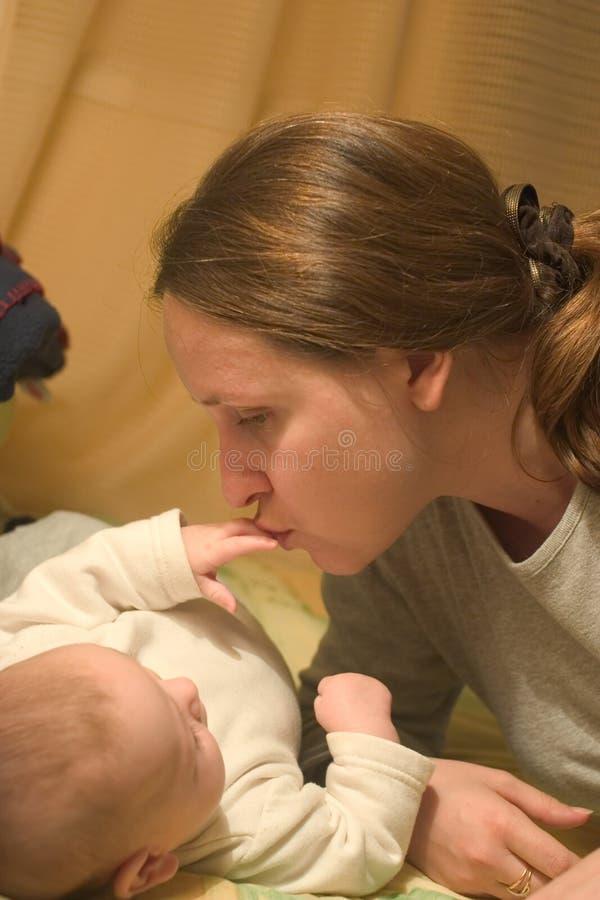 μητέρα s αγάπης στοκ εικόνα με δικαίωμα ελεύθερης χρήσης