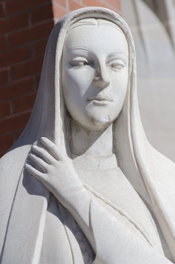 Μητέρα Virgin Mary, καθολικό άγαλμα έξω από την εκκλησία στοκ φωτογραφία με δικαίωμα ελεύθερης χρήσης