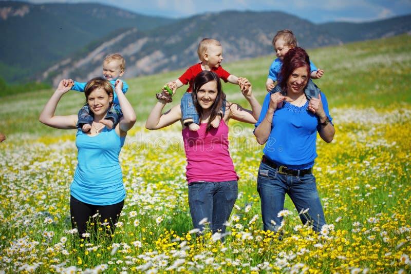 μητέρες παιδιών στοκ φωτογραφία