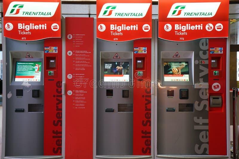 Μηχανές πώλησης εισιτηρίων σταθμών τρένου StationVenice Santa Lucia τραίνων της Βενετίας Santa Lucia στοκ εικόνες με δικαίωμα ελεύθερης χρήσης