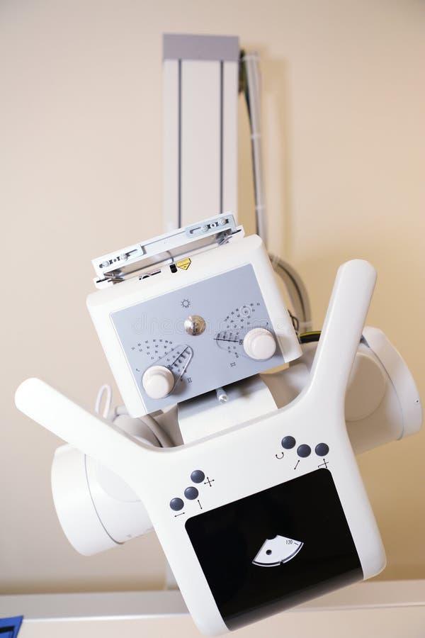 Μηχανή ακτίνας X στο ιατρικό γραφείο κλινικών στοκ εικόνα με δικαίωμα ελεύθερης χρήσης