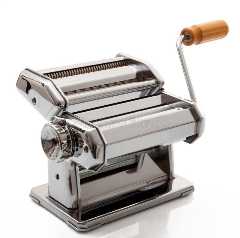 Μηχανή για τα ζυμαρικά στο άσπρο υπόβαθρο στοκ εικόνα