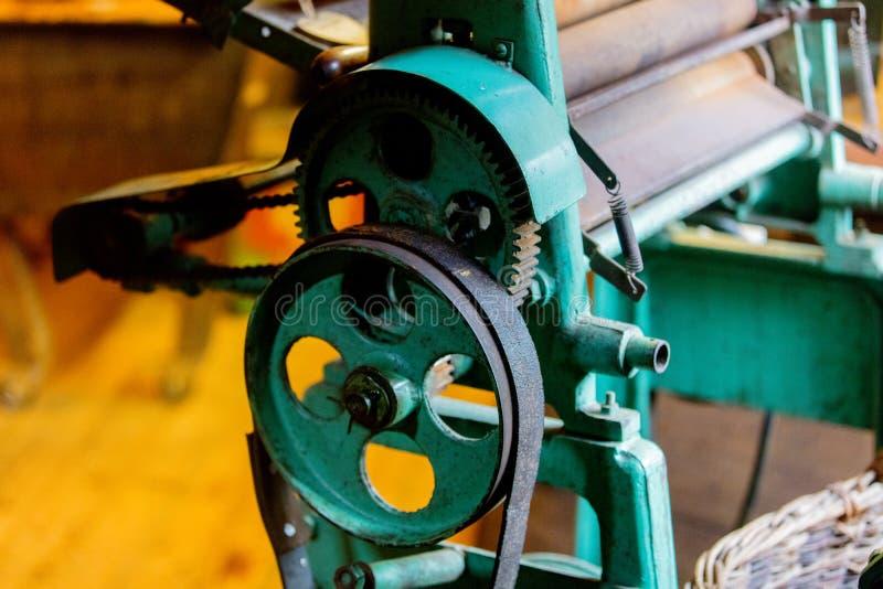 Μηχανή για την παραγωγή παραδοσιακό ολλανδικό clog στοκ εικόνα με δικαίωμα ελεύθερης χρήσης