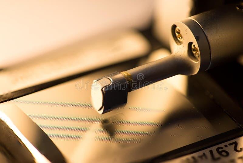 Μηχανή ελεγκτών τραχύτητας επιφάνειας βαθμολόγησης με την ομάδα διαμετρημάτων στοκ εικόνες