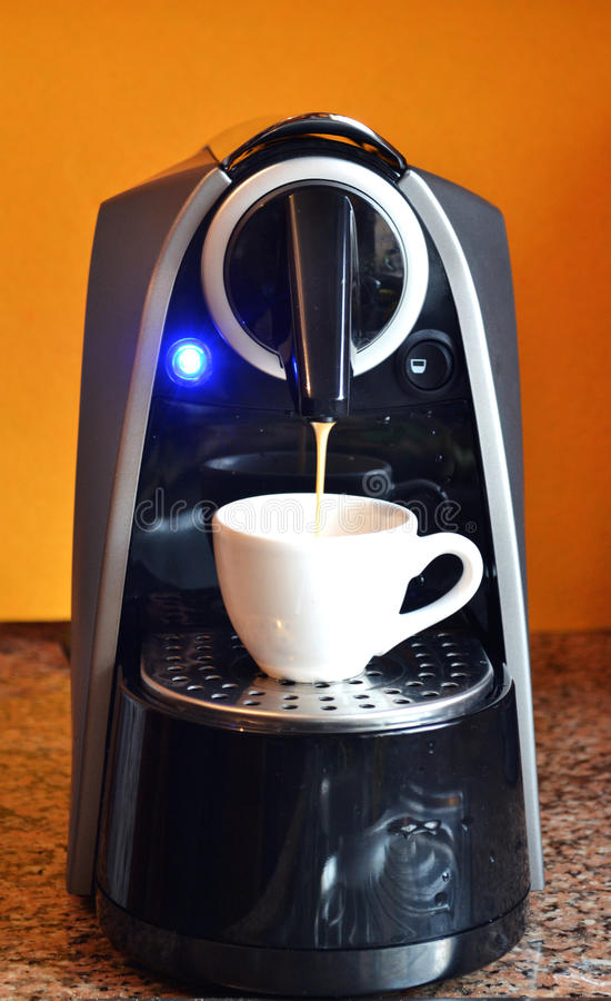 Μηχανή καφέ εγχώριου expresso στοκ φωτογραφία με δικαίωμα ελεύθερης χρήσης
