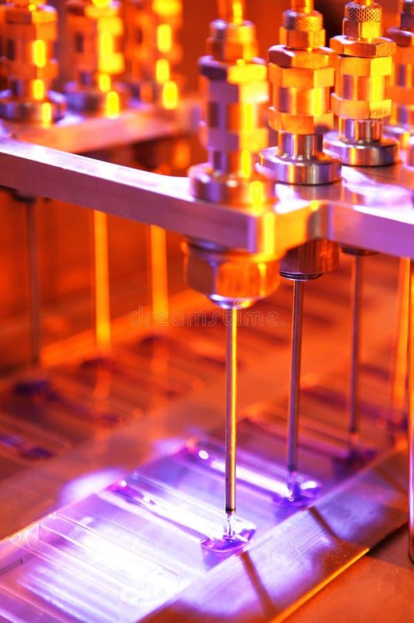 μηχανή πλήρωσης εργοστασί στοκ εικόνα