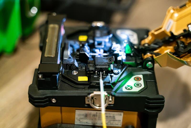 Μηχανή συναρμογών καλωδίων οπτικών ινών στοκ φωτογραφία με δικαίωμα ελεύθερης χρήσης