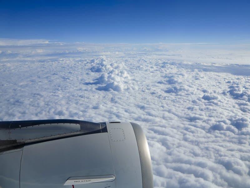 Μηχανή Cloudscape και πτήσης στοκ φωτογραφία με δικαίωμα ελεύθερης χρήσης