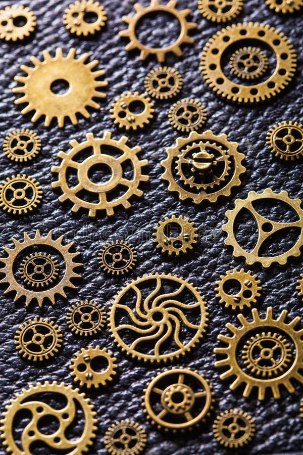 Μηχανικές ρόδες εργαλείων βαραίνω Steampunk στο υπόβαθρο δέρματος στοκ εικόνες με δικαίωμα ελεύθερης χρήσης