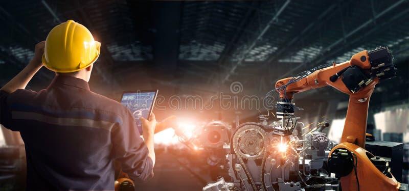Μηχανικός έλεγχος και έλεγχος της συγκόλλησης ρομποτικών αυτόματων μηχανημάτων εξοπλισμών σε ευφυή εργοστασιακή αυτοκινητοβιομηχα στοκ φωτογραφία με δικαίωμα ελεύθερης χρήσης