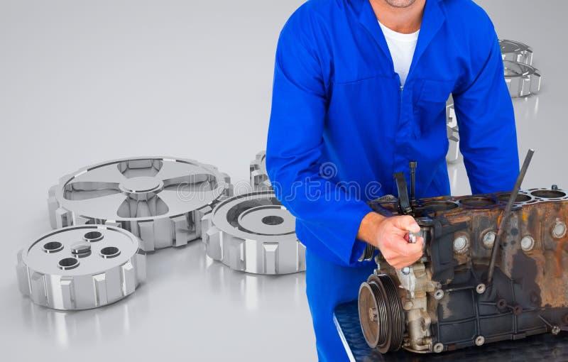 Μηχανικός που εργάζεται στη μηχανή του στοκ εικόνα με δικαίωμα ελεύθερης χρήσης