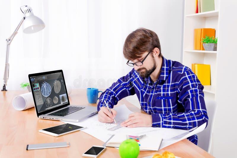 Μηχανικός CAD στην εργασία στοκ φωτογραφία