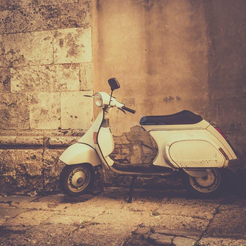 Μηχανικό δίκυκλο στην Τοσκάνη στοκ εικόνα με δικαίωμα ελεύθερης χρήσης