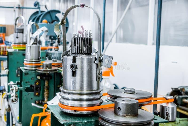 Μηχανισμός για το πλέξιμο μετάλλων στοκ φωτογραφία