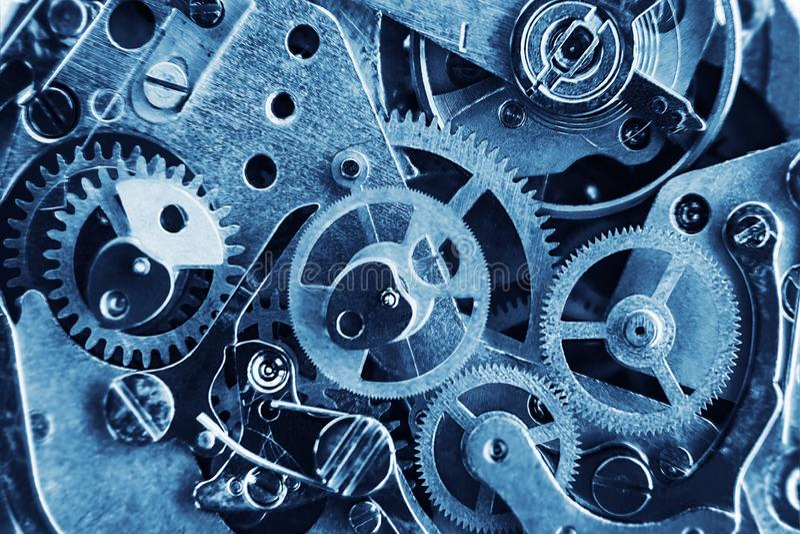 Μηχανισμός ρολογιών με τα εργαλεία και τα μέρη στοκ φωτογραφία με δικαίωμα ελεύθερης χρήσης