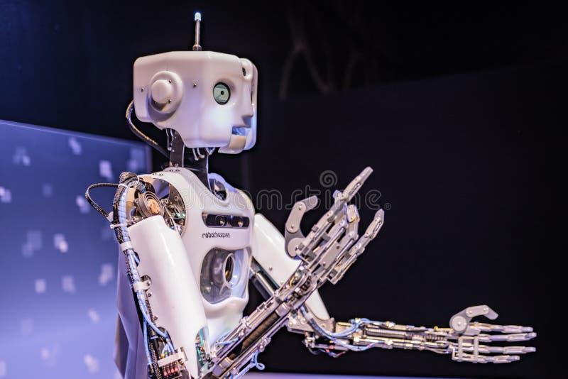 Μηχανοποιημένο cyborg ρομπότ στοκ φωτογραφίες