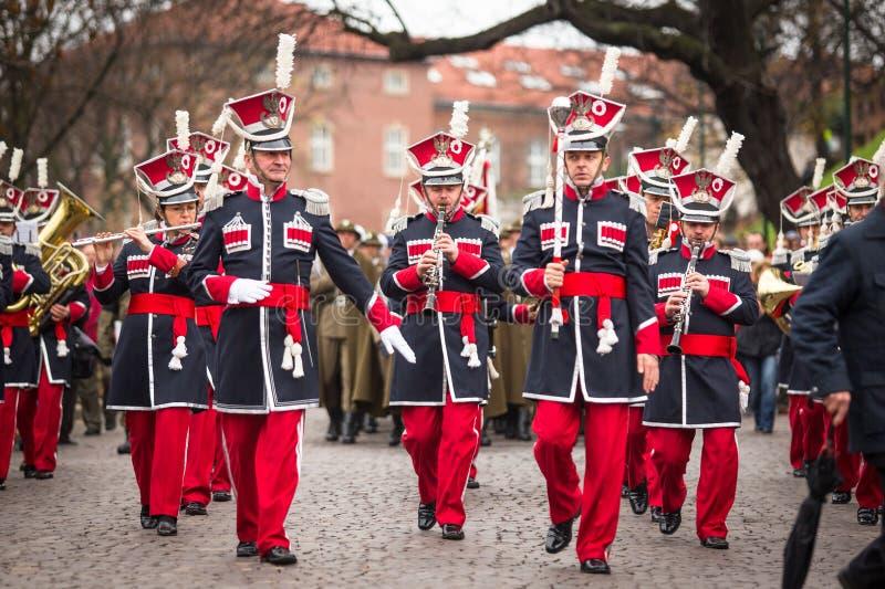 Μη αναγνωρισμένοι συμμετέχοντες που γιορτάζουν την εθνική ημέρα της ανεξαρτησίας μια Δημοκρατία της Πολωνίας στοκ φωτογραφία