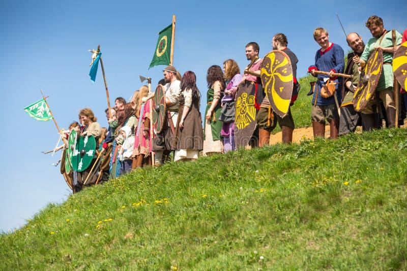 Μη αναγνωρισμένοι συμμετέχοντες Rekawka - η πολωνική παράδοση, γιόρτασε στην Κρακοβία την Τρίτη μετά από Πάσχα στοκ φωτογραφία με δικαίωμα ελεύθερης χρήσης