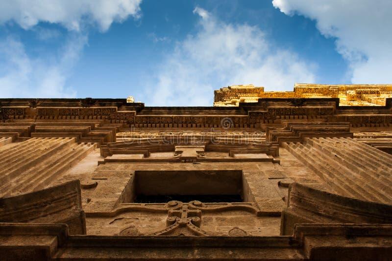 Μια άποψη από κάτω από του frontage καθεδρικών ναών στοκ εικόνες