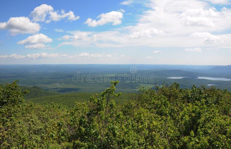 Μια άποψη από την κορυφή του βουνού Κοννέκτικατ αρκούδων στοκ εικόνες