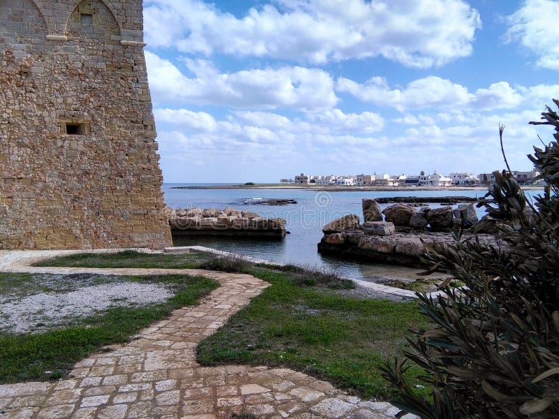 Μια άποψη από την πλευρά ενός κάστρου στην Πούλια στοκ εικόνες