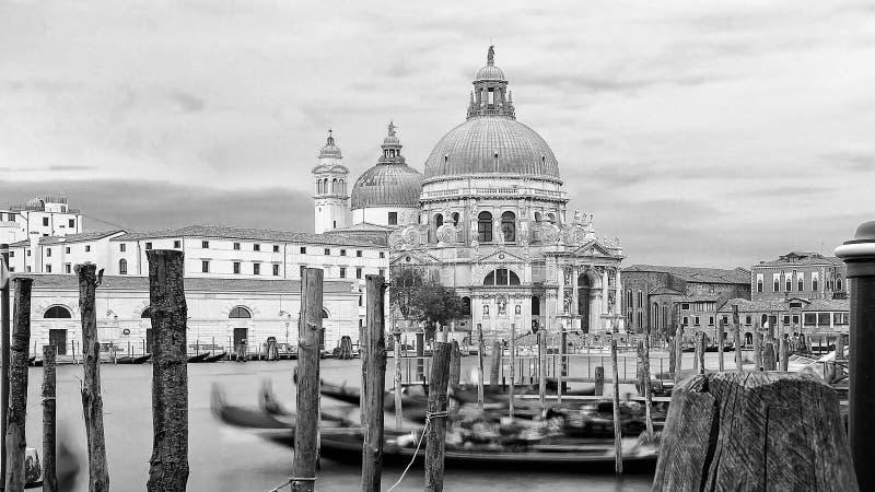 Μια άποψη θάλασσας στο χαιρετισμό della της Σάντα Μαρία βασιλικών, Βενετία στοκ φωτογραφίες