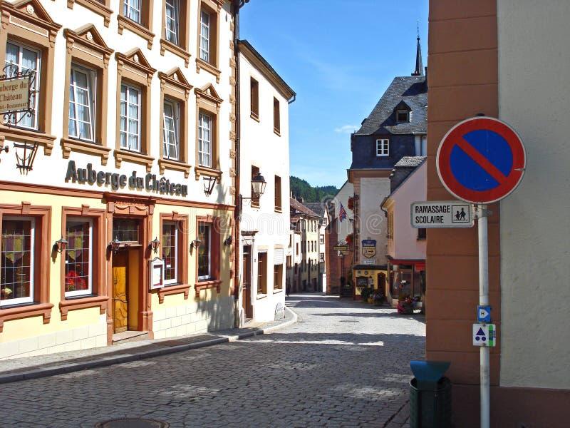 Μια άποψη μιας οδού σε Vianden στο Λουξεμβούργο στοκ εικόνα με δικαίωμα ελεύθερης χρήσης