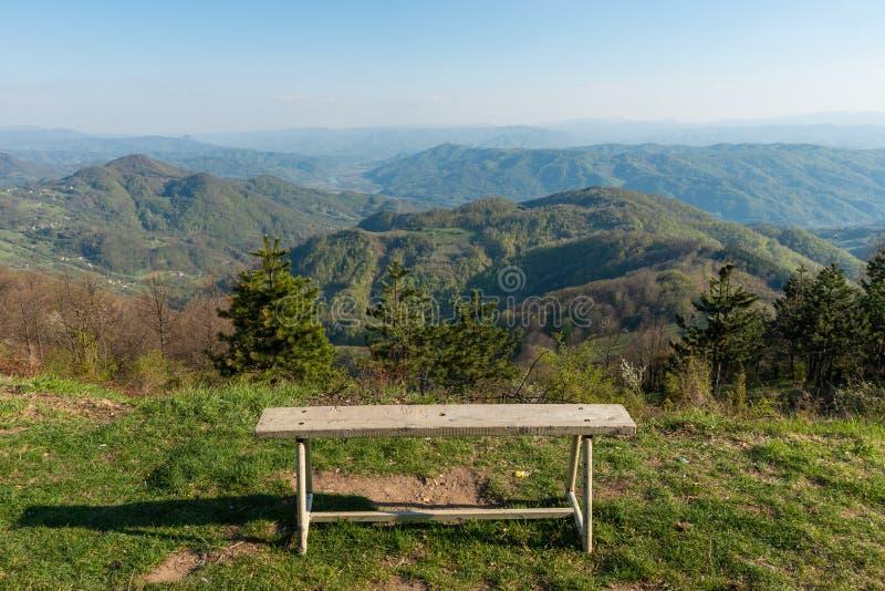 Μια άποψη στο βουνό Jagodnja στη Σερβία Μια όμορφη άποψη του ποταμού και της φύσης της Drina στη δυτική Σερβία στοκ εικόνα