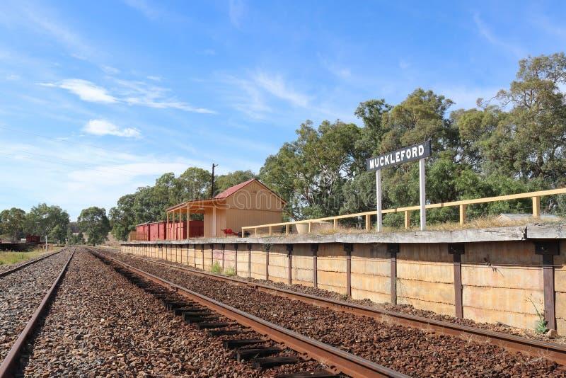 Μια άποψη της πλατφόρμας σιδηροδρομικών σταθμών Muckleford και του σταθμού στοκ φωτογραφίες με δικαίωμα ελεύθερης χρήσης