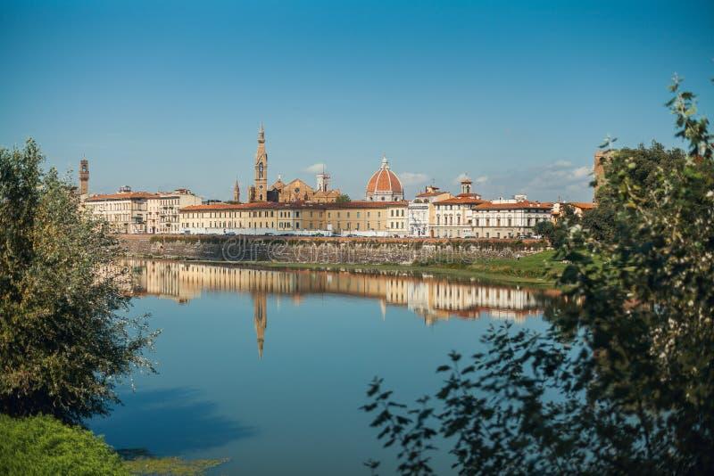 Μια άποψη της Φλωρεντίας από το δρόμο κοντά στον ποταμό Arno, Florenze, Τοσκάνη στοκ εικόνα με δικαίωμα ελεύθερης χρήσης