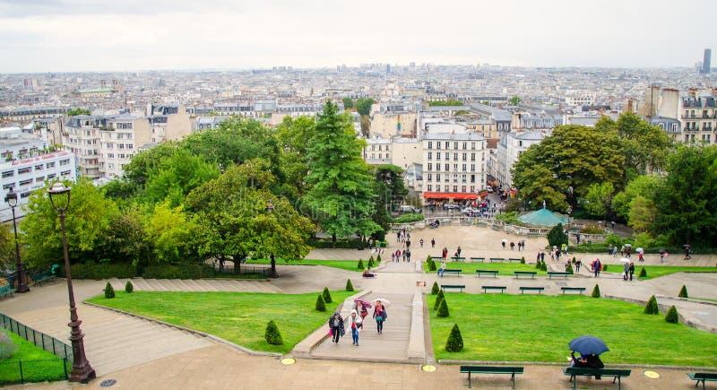 Μια άποψη του βροχερού Παρισιού