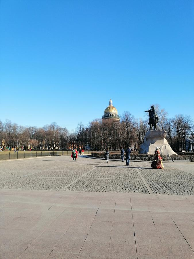 Μια άποψη του πάρκου, του μνημείου και του καθεδρικού ναού στοκ εικόνες με δικαίωμα ελεύθερης χρήσης