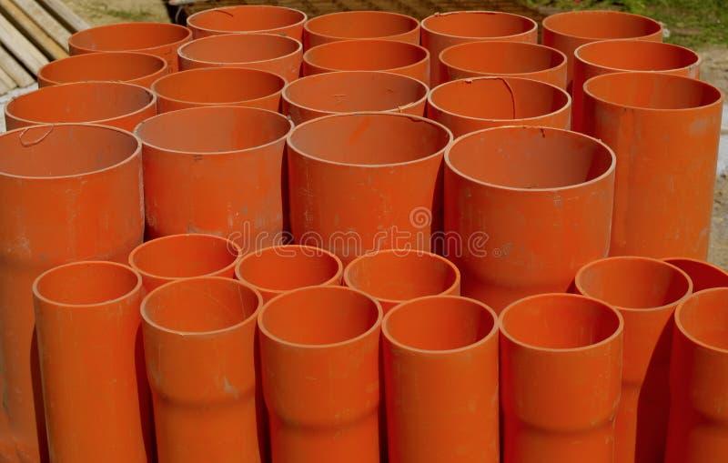 Μια δέσμη των κόκκινων σωλήνων PVC στοκ φωτογραφίες