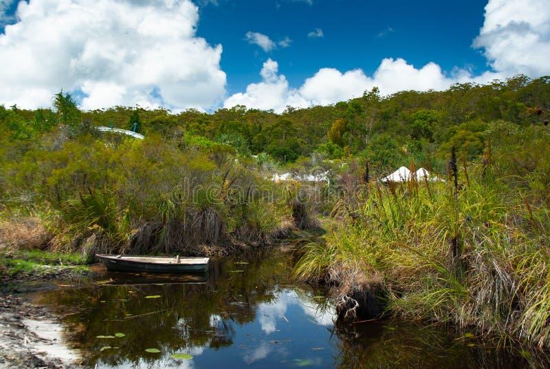 Μια ήρεμη γωνία του ειρηνικού φιλικού προς το περιβάλλον θερέτρου νησιών Fraser στοκ εικόνες με δικαίωμα ελεύθερης χρήσης