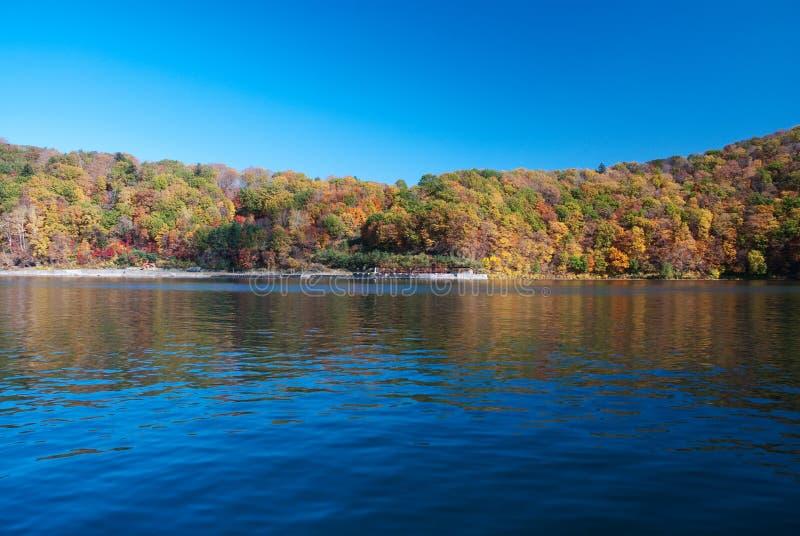 Μια λίμνη ηφαιστείων στοκ εικόνα με δικαίωμα ελεύθερης χρήσης