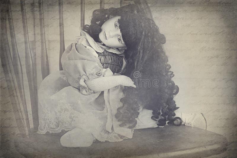 Μια ανατριχιαστική κούκλα της Κίνας στοκ φωτογραφία