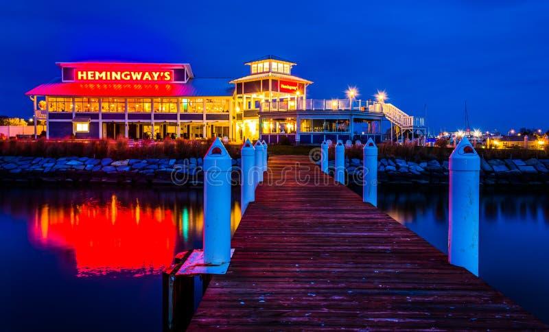 Μια αποβάθρα και ένα εστιατόριο Hemingway τη νύχτα, στο νησί του Κεντ, Mary στοκ φωτογραφία
