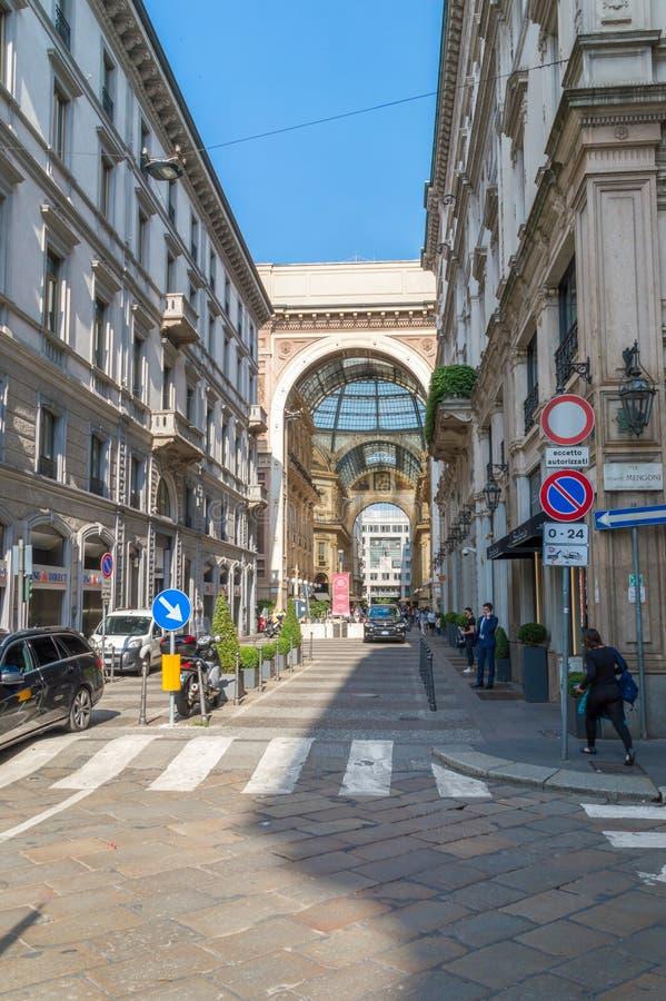 Μια από τις εισόδους σε Galleria Vittorio Emanuele ΙΙ στοκ εικόνες