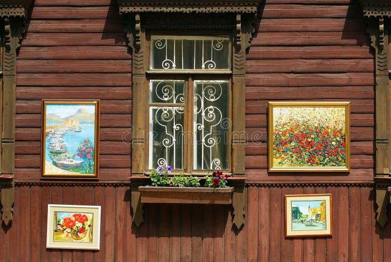 Μια αυτοσχεδιασμένη έκθεση των έργων ζωγραφικής στοκ εικόνες