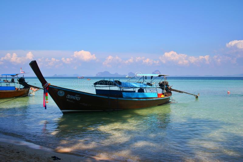 Μια βάρκα longtail στην Ταϊλάνδη στοκ φωτογραφία με δικαίωμα ελεύθερης χρήσης