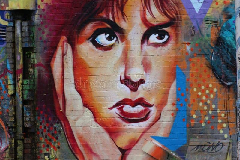 Μια βαθιά σκέψη, γκράφιτι στο αστικό ύφος στοκ εικόνες