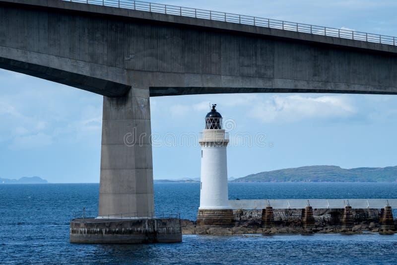Μια γέφυρα και ένας φάρος στοκ φωτογραφίες με δικαίωμα ελεύθερης χρήσης