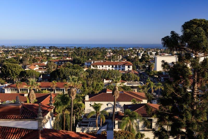Μια εναέρια άποψη Santa Barbara προς τον ωκεανό στοκ φωτογραφία με δικαίωμα ελεύθερης χρήσης